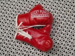 Mini Deko Boxhandschuhe für den Autospiegel Lucky Punch Rot
