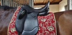 Dressursattel Zeuss doubliertes Anti Slip Leder 18 Zoll + Kopfeisen Kurz ~ 52 cm Monoblatt